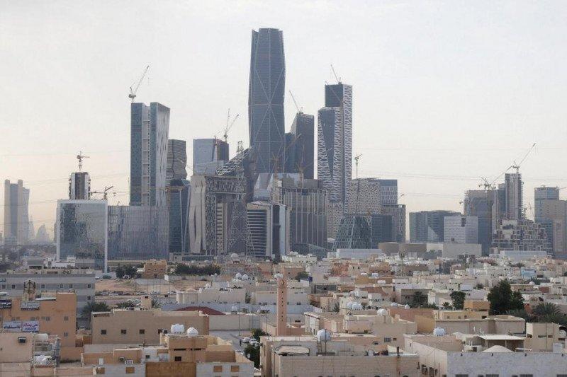 Pembatasan dilonggarkan, warga Arab Saudi mulai penuhi pusat perbelanjaan dan pasar