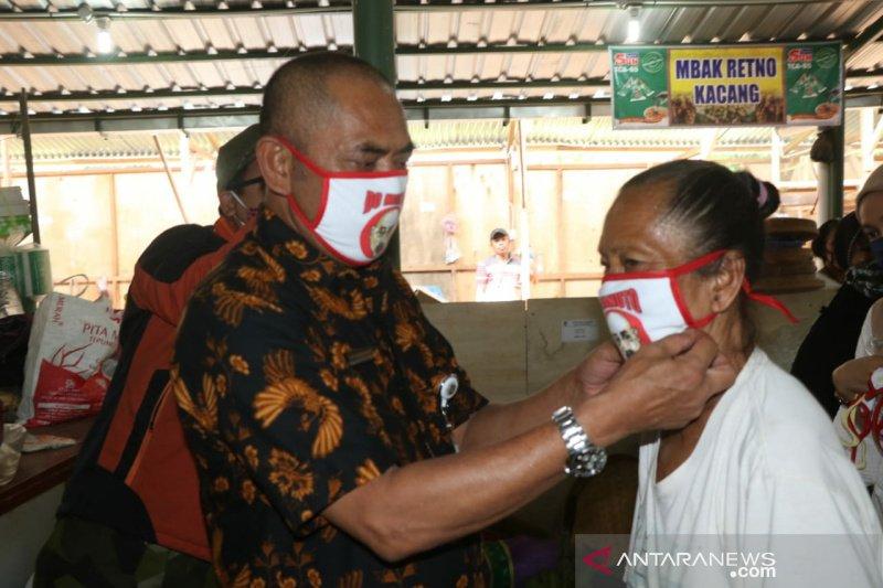 Pasar Gede Solo imbau pedagang ikuti aturan wajib pakai masker