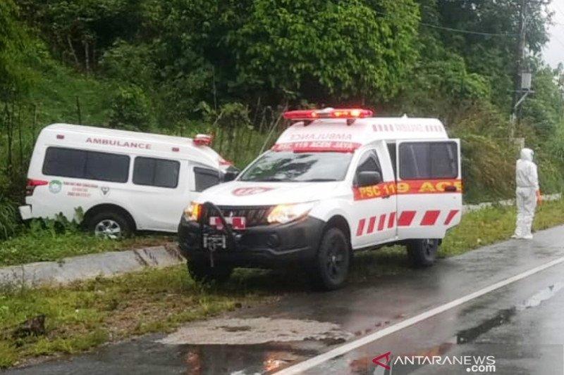 Ambulans bawa pasien COVID-19  kecelakaan di Aceh Jaya
