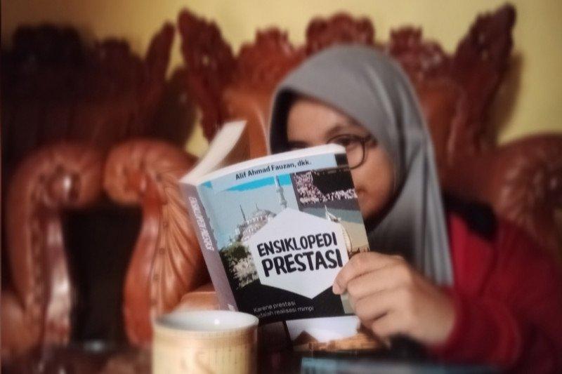 "Situasi pandemi COVID-19, Siswa SMP Athirah Bone rilis ""Ensiklopedi Prestasi"""