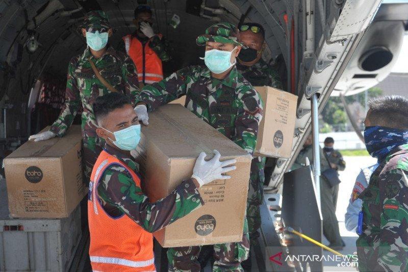 Pesawat TNI-AU mendistribusikan APD di Sulut