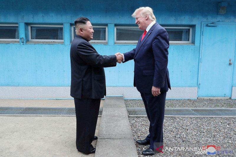 """Presiden Trump: """"Saya senang melihat Kim kembali dan dalam kondisi sehat!"""""""