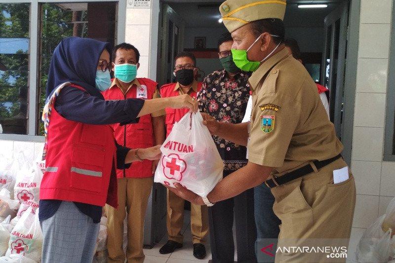 PMI bagikan 2.170 paket sembako kepada warga terdampak COVID-19