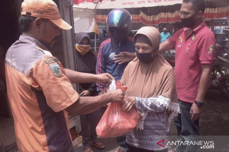Pemilik usaha rumah makan di Padang Panjang galang donasi untuk warga terdampak COVID-19