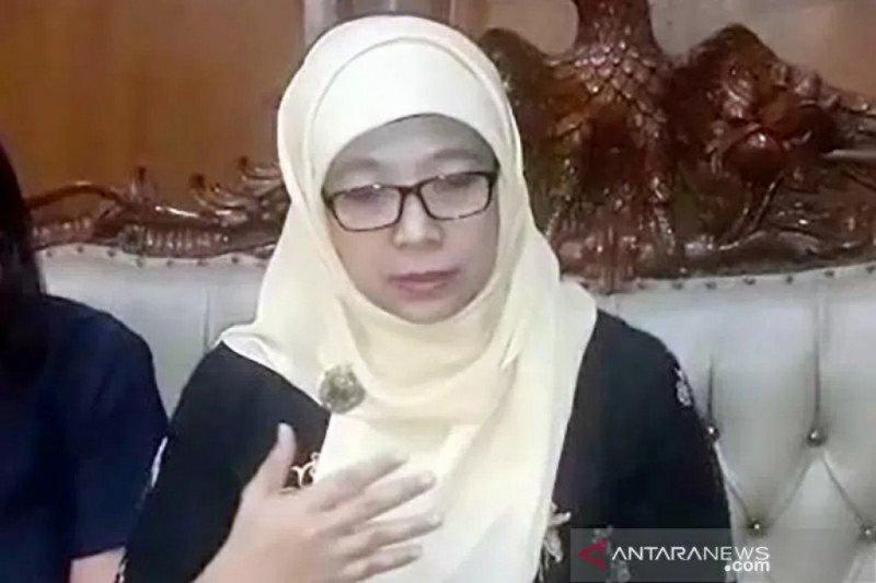"""Gara-gara pernyataannya """"Perempuan bisa hamil di kolam renang"""", komisioner KPAI Sitty Hikmawati diberhentikan tidak hormat"""