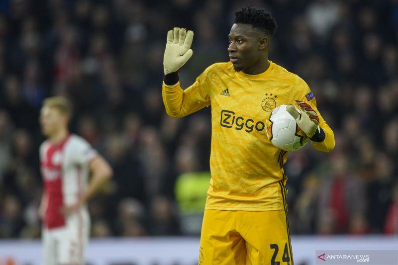 Dikaitkan dengan Barca dan Chelsea, kiper Ajax Andre akui ingin pindah