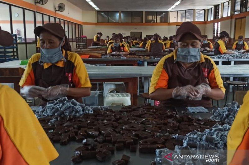 Pengusaha dodol di Garut manfaatkan pasar