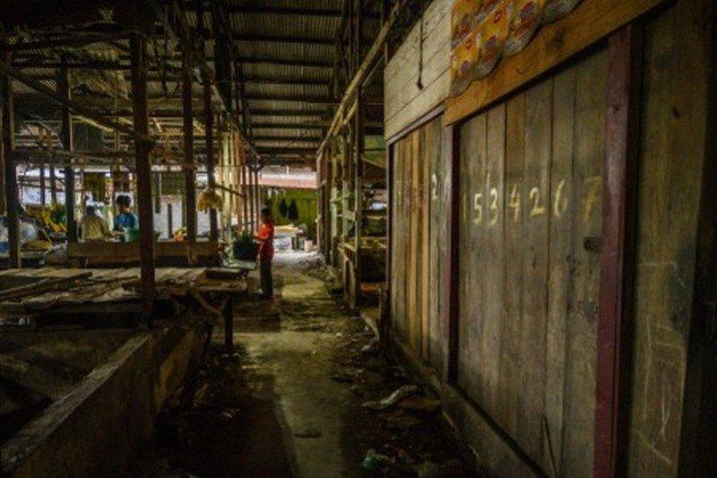 Bertahan jualan di pasar tradisonal Bambaru