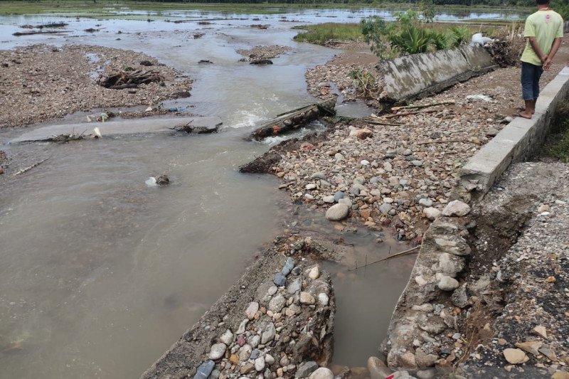 Tiga hektare lahan sawah tertimbun kerikil akibat tanggul jebol