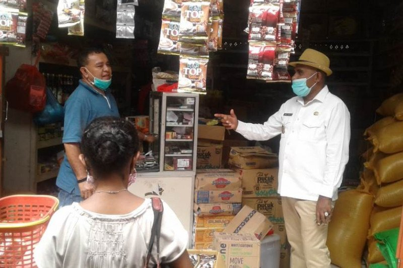 Wabup Flores Timur ingatkan penjual tak cari untung di tengah COVID