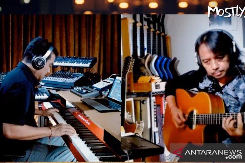 Cerita duo musisi jazz kenamaan Tanah Air Indra Lesmana dan Dewa Budjana tampil di Mostly Jazz Live Online