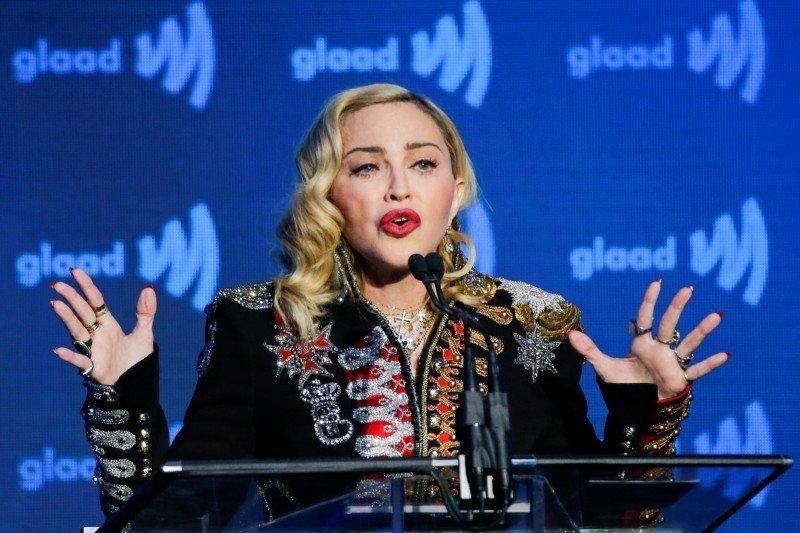 Madonna pergi ke pesta setelah klaim punya antibodi virus corona