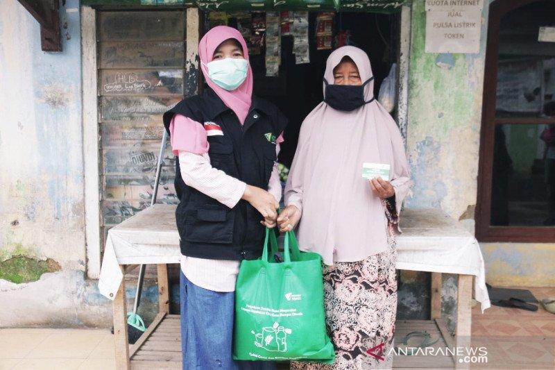 LKC Dompet Dhuafa distribusikan sembako warga Kampung Ciwaru