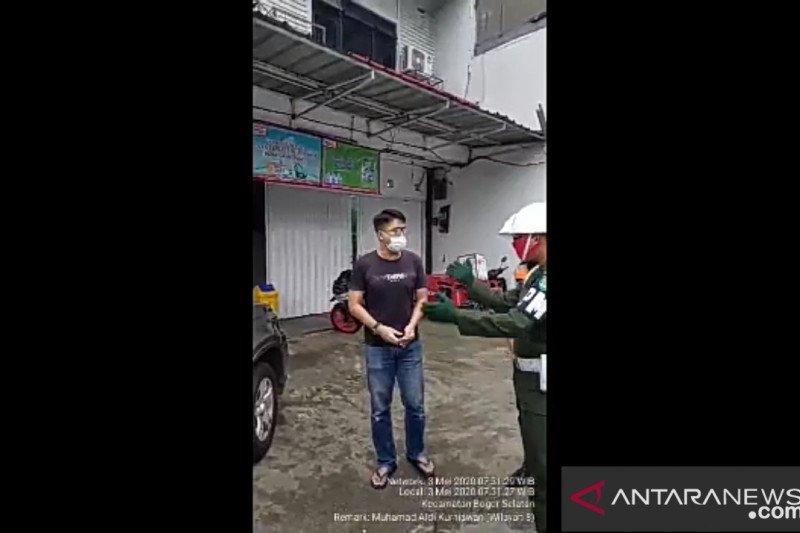 Beredar video, pengendara mobil ngamuk karena istri disuruh petugas pindah duduk