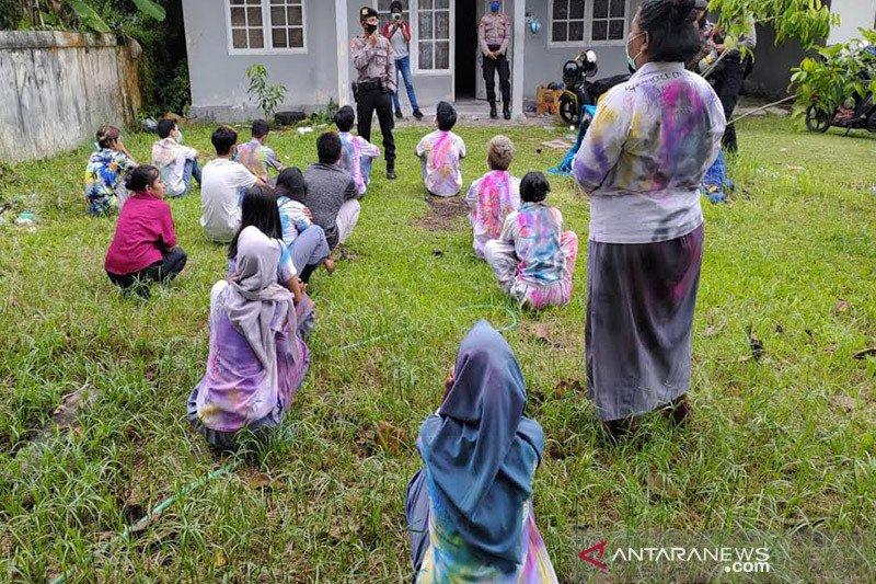 Pelajar di Palangka Raya lakukan aksi coret-coret seragam