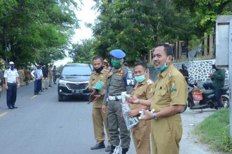 ASN di Kabupaten Majene bagikan 20.000 masker kepada masyarakat