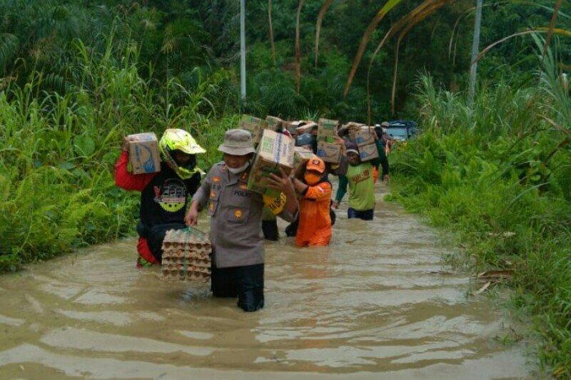 Polres Pasangkayu evakuasi warga korban banjir di Desa Ompi