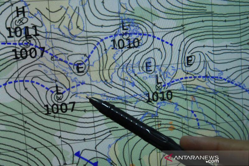 BMKG: Intrusi udara kering dari utara Bumi picu hujan lebat disertai angin