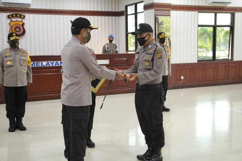 Kapolri beri pin emas pada polisi yang dipukul saat sosialisasi COVID-19