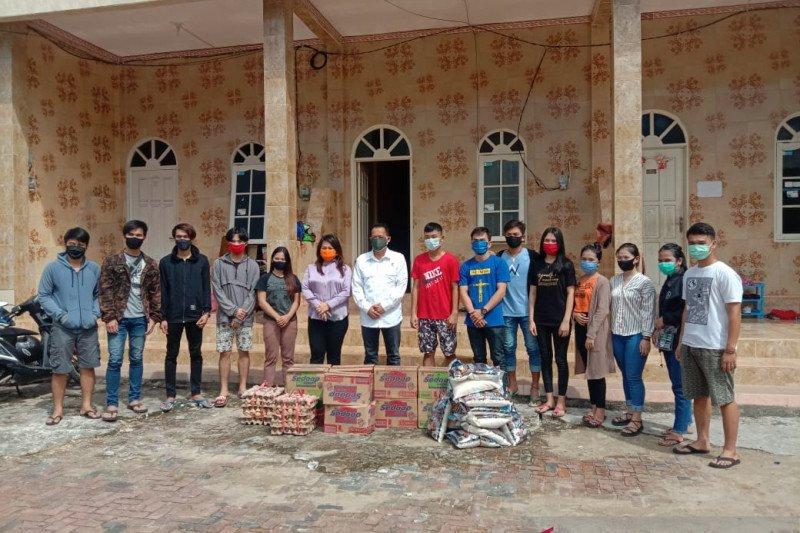 PDIP Kaltara berikan bantuan sembako pada mahasiswa asal perbatasan