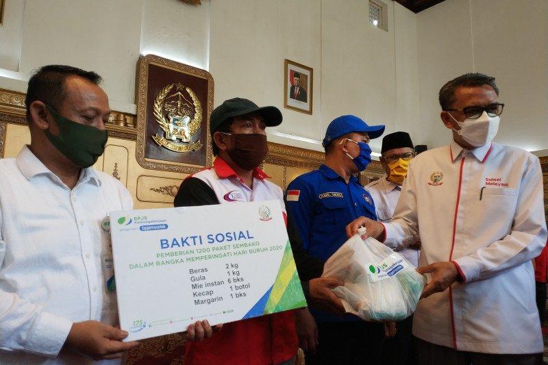 BPJAMSOSTEK Sulama serahkan 1.200 paket bantuan bagi pekerja