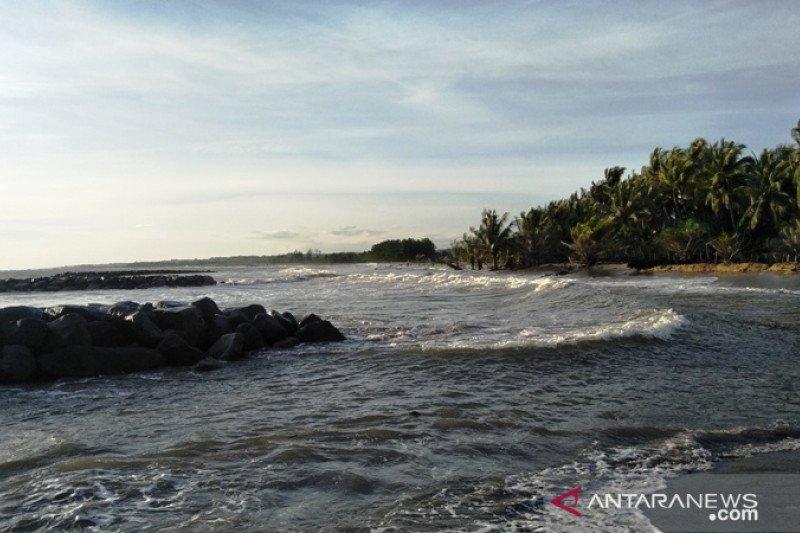Abrasi pantai ancam sejumlah kepala keluarga di Pariaman (Video)