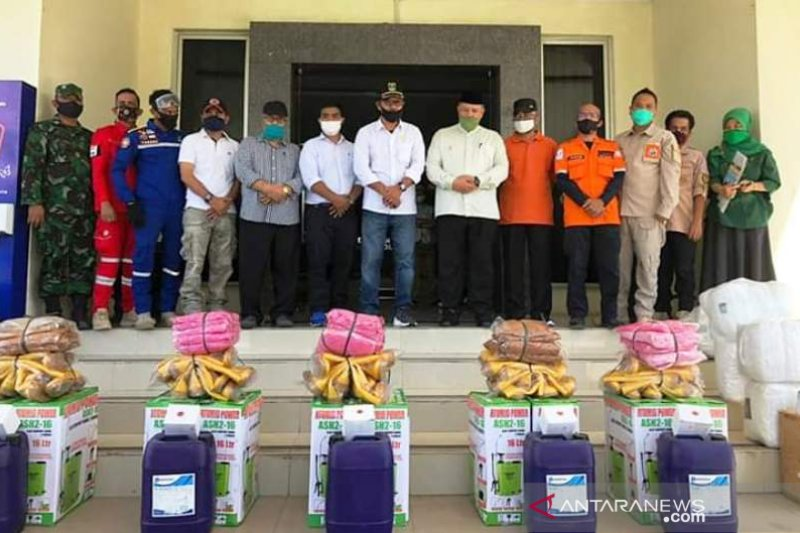 DPRD Sumbar salurkan 100 APD untuk Kota Solok
