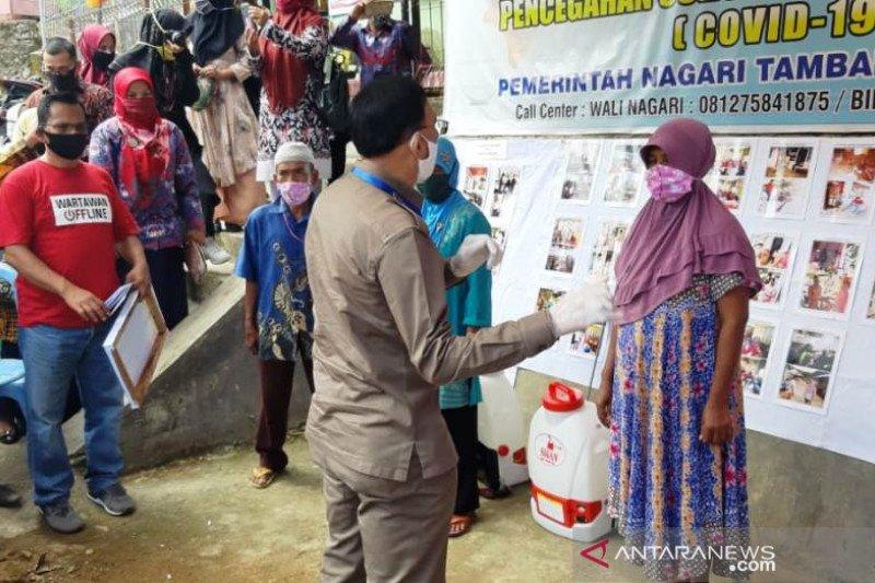 Hendrajoni serahkan BLT dana desa secara simbolis di Nagari Tambang