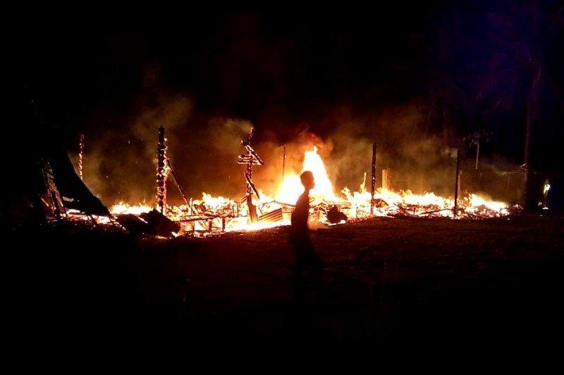 Sebuah rumah di Sukamara ludes terbakar saat ditinggalkan penghuninya