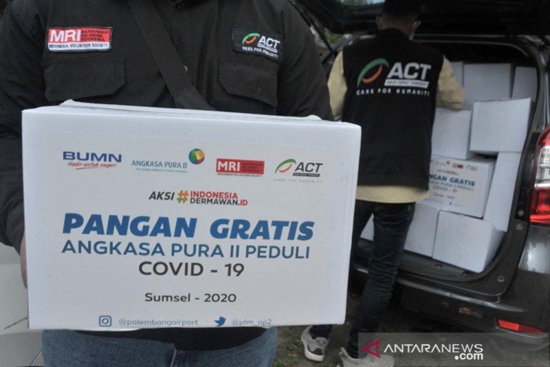 Bantuan Sembako Angkasa Pura II Palembang peduli COVID-19
