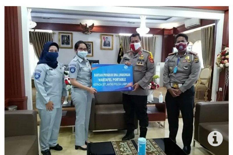 Jasa Raharja serahkan wastafel portabel kepada  Polda Lampung