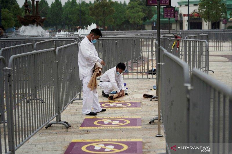 Pengunjung Disney World dilarang makan-minum sambil berjalan
