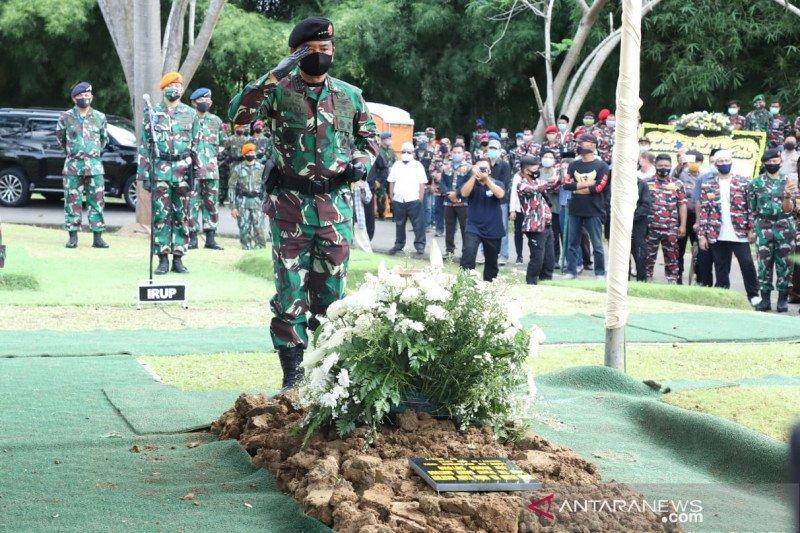 Selama sepekan TNI kibarkan bendera setengah tiang