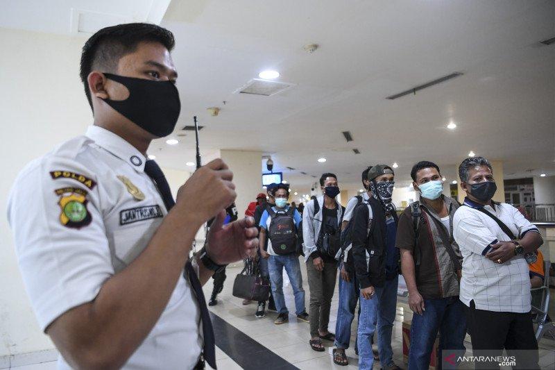 Tak punya SIKM, pendatang di Terminal Pulo Gebang akan dikarantina atau dipulangkan