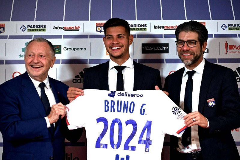 Barcelona incar gelandang Lyon Bruno Guimaraes
