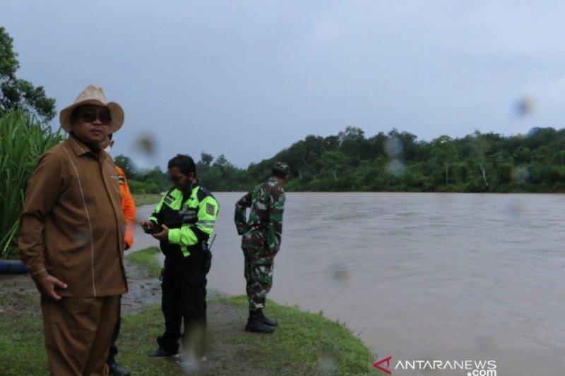 Pencarian warga tenggelam di sungai saat menyeberang terus dilakukan
