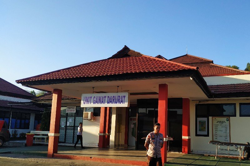 Jenazah pilot pesawat yang jatuh di Danau Sentani dievakuasi ke RS Bhayangkara Jayapura