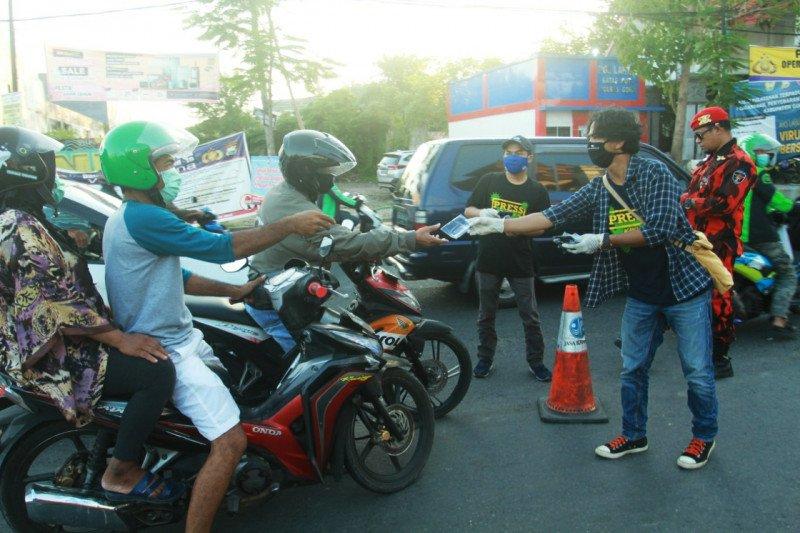 JPK Sulsel bagikan 1.500 masker kepada pengguna jalan  di Makassar-Gowa