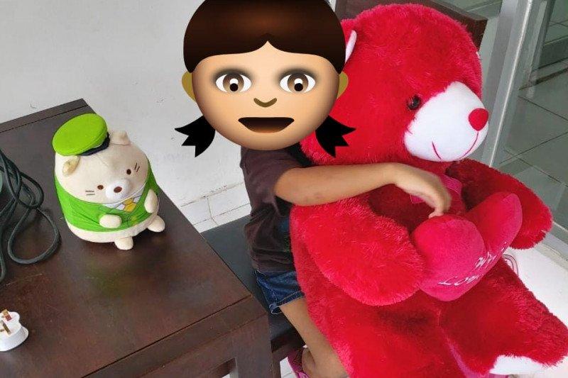 Boneka untuk Tiara hiburan ditengah pandemi