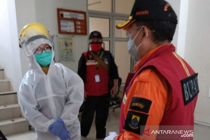 Plt Bupati Cianjur bersama pejabat dan warga lakukan tes cepat