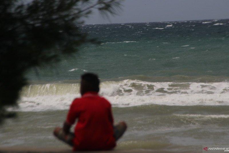 BMKG : Waspada gelombang 6-7 meter di perairan laut NTT