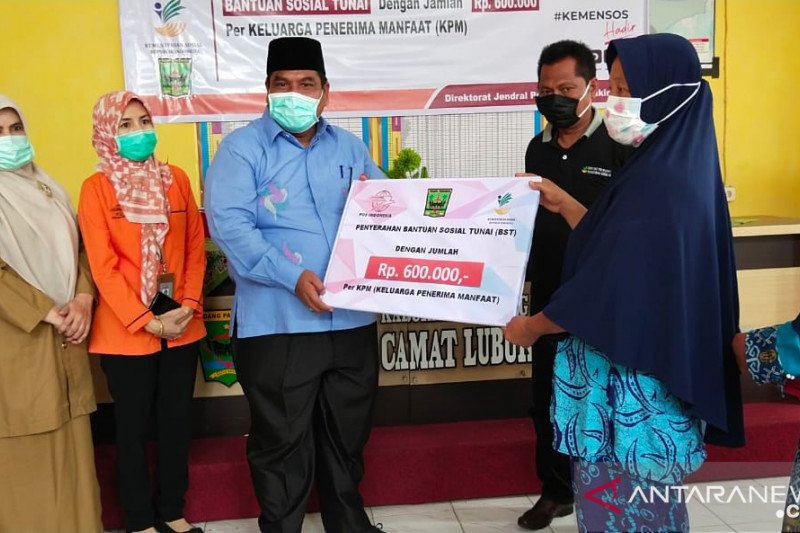 Disalurkan melalui Pos, belasan ribu keluarga di Padang Pariaman mulai terima BLT Kemensos