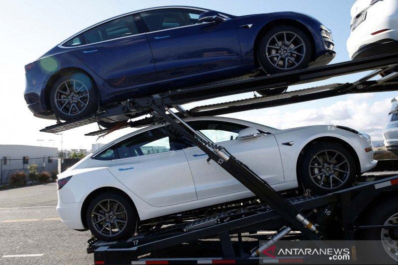 Penjualan online membuat permintaan kendaraan listrik Tesla tetap naik