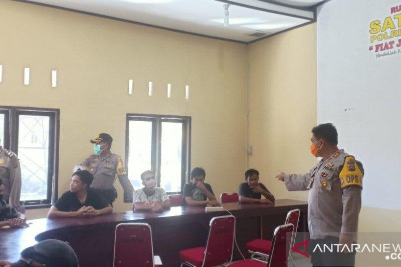Akibat melanggar aturan PSBB, 12 orang diamankan polisi di Pasaman Barat