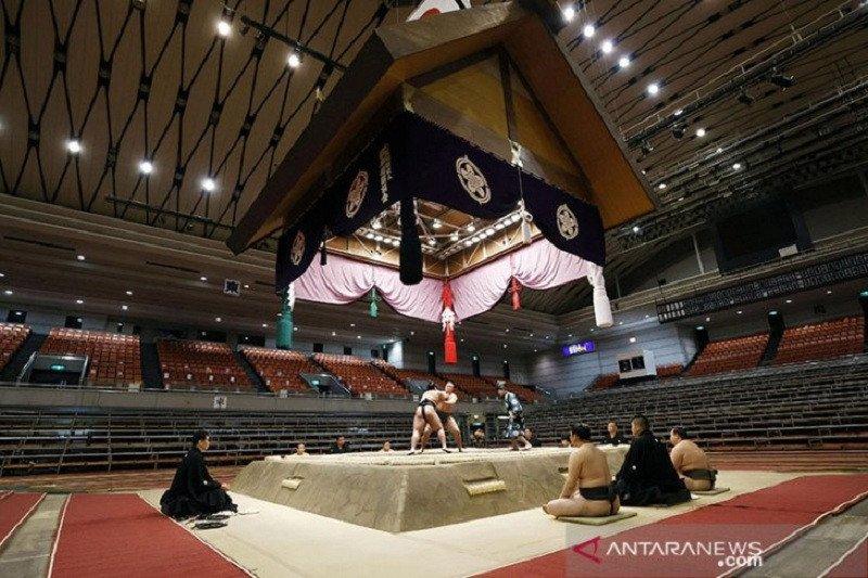 Seorang pegulat sumo Jepang meninggal akibat terinfeksi virus corona