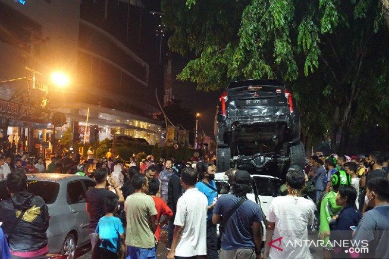Tabrakan beruntun di jalan ring road, seorang perempuan terluka karena melompat ke luar mobil