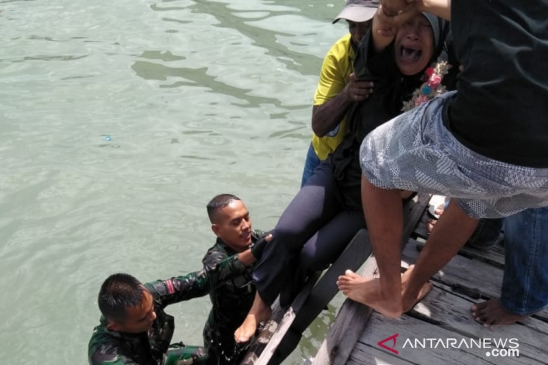Tak diperbolehkan melayat orangtuanya karena pandemi COVID-19, Salmiah nekat melompat ke laut