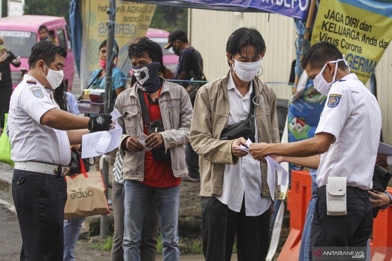 Kemarin, pengguna KRL hingga omzet penjualan batik merosot