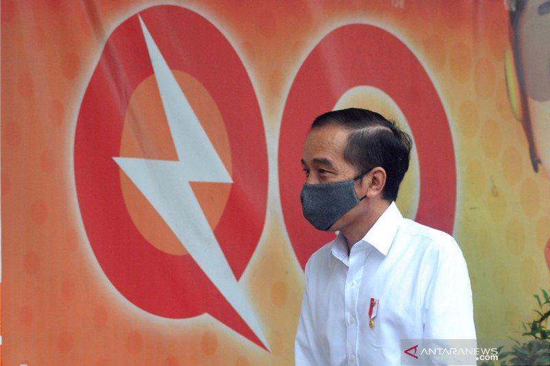 Presiden tinjau penyaluran bantuan sembako di Johar Baru, begini pesan Jokowi