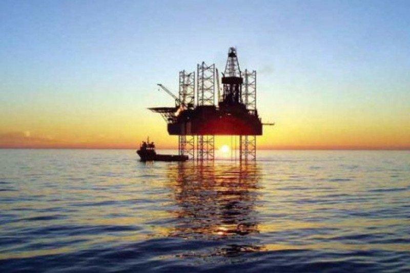 Harga minyak naik di atas dua persen didorong data pekerjaan AS